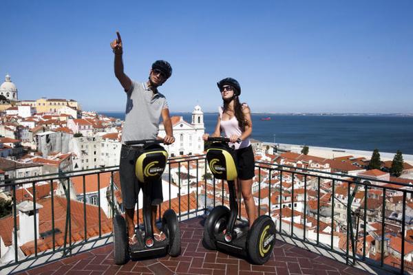 Despedida de soltero en Lisboa. segway en Lisboa, Portugal. Despedida de soltera.